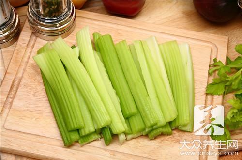 海参炒芹菜怎么做?