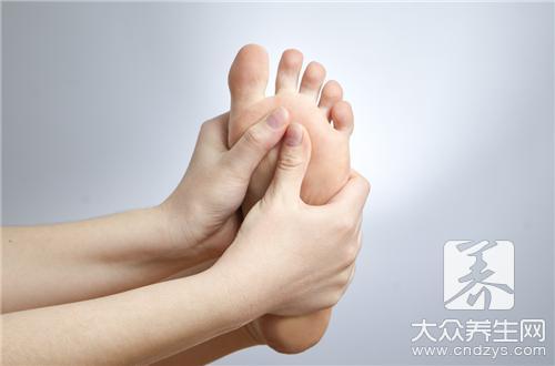 脚跟痒痒特别是晚上_脚跟痒晚上是怎么回事