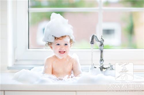 婴儿游泳的利弊