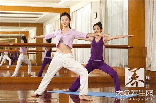 站立的瑜伽动作是什么-